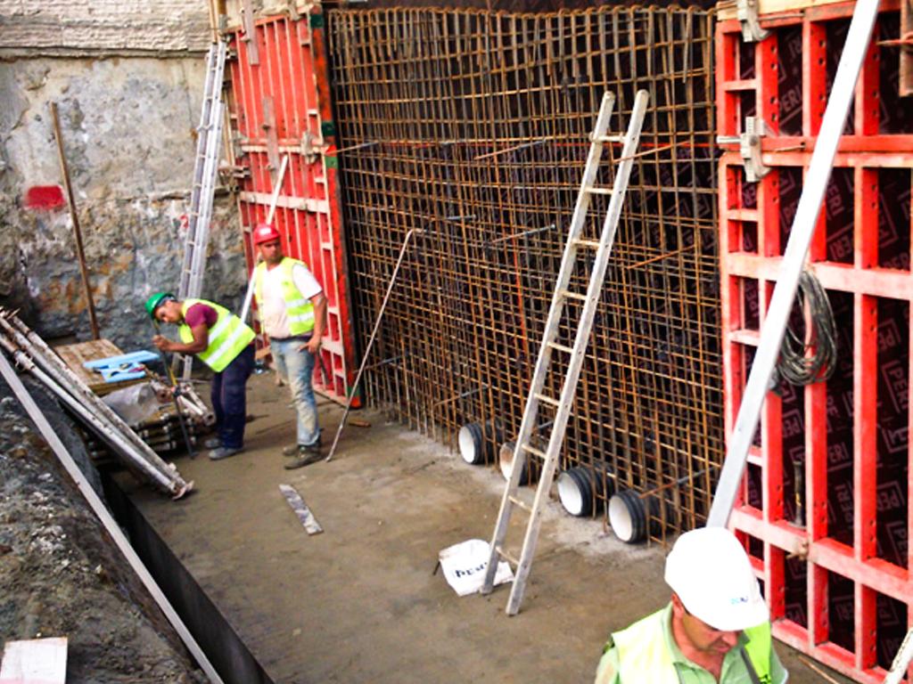 Aldi Telheiras - 2015   Execução de estrutura em betão armado de supermercado, incluindo muros em betão à vista.