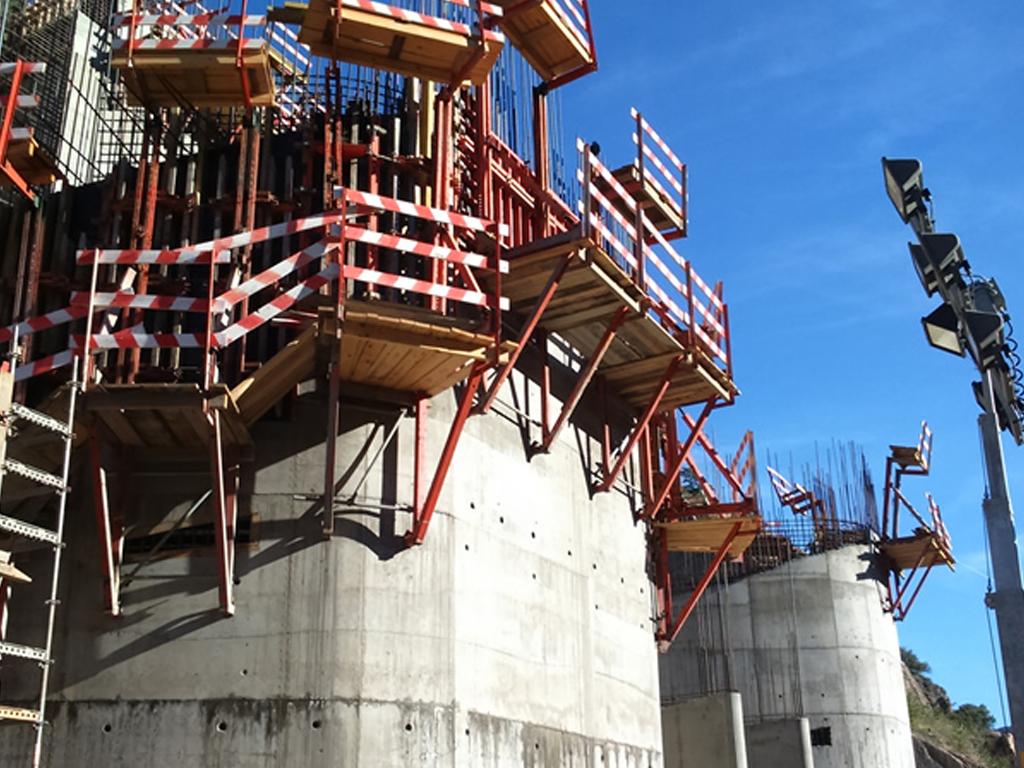Barragem Foz do Tua - 2015   Execução do bocal da tomada de água e torres das comportas. Circuito hidráulico da Barragem da Foz do Tua