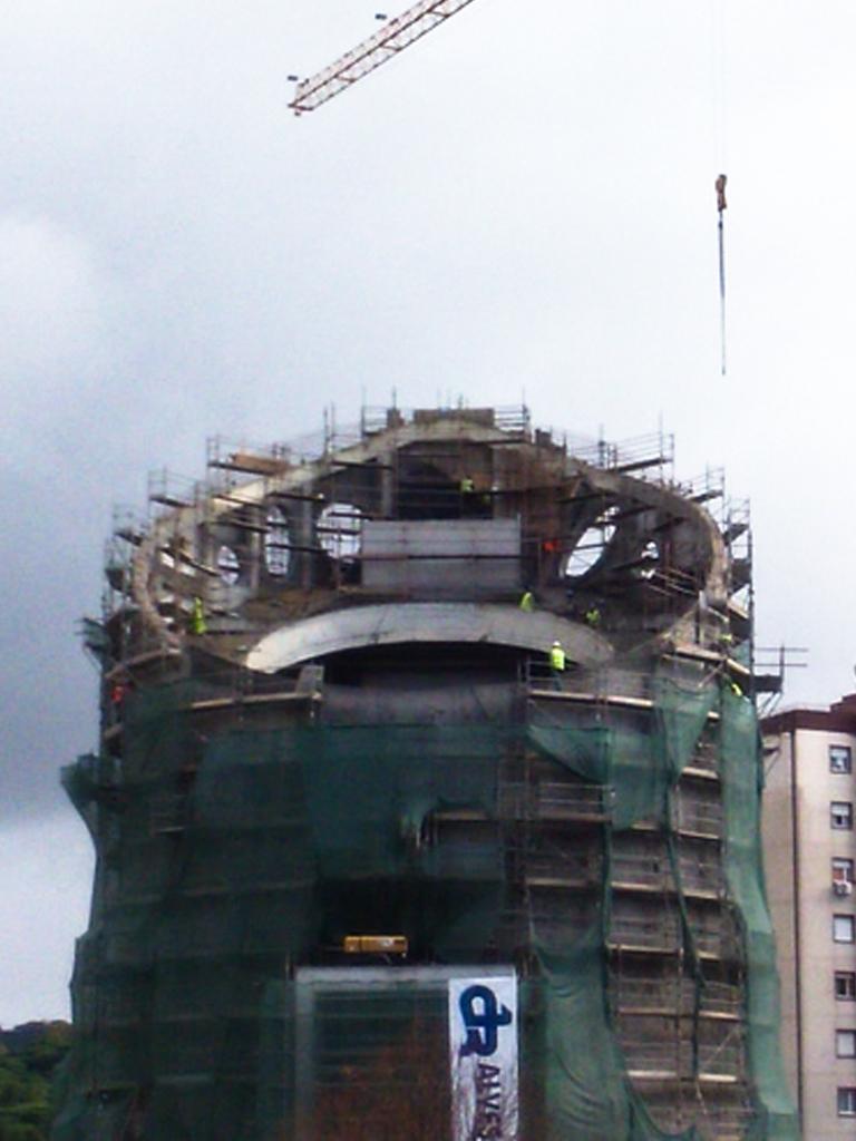 Igreja Santíssima Trindade Miraflores - 2015  Execução de estrutura em betão armado, incluindo as elipses da torre da Igreja, bem como o Púlpito e a abobada da entrada principal.